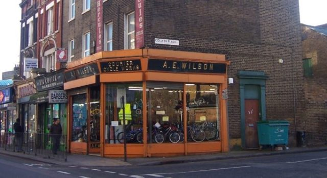 Some traditional bike shops have had problems weathering the fiinancial storm. Photo courtesy of Sarflondonunc