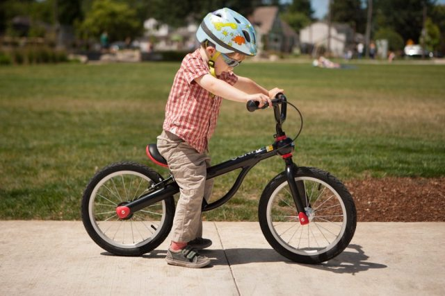 The Kundo bike is aluminium, extremely light, has a handbrake and a pedal kit that lets you add pedals when you are ready