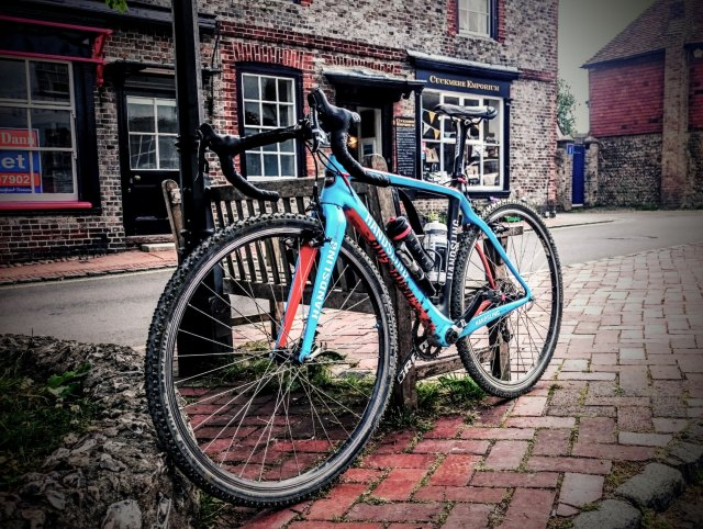 My Handsling CXC fitted with tubeless 40mm Schwalbe Smart Sam tyres. A DIY solution that  worked well on a dry South Down Way