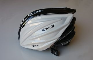 The Ekoi Ekcel Magnetic's aero cover leaves the rear open to aid air flow
