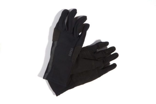 "Pro Team Softshell Gloves, ""gives both a high level of dexterity and protection against wet and cold conditions"" say Rapha"