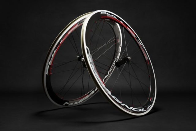 The Campagnolo Bullet Ultra combines carbon, aluminium and ceramic materials to produce a top class do-it-all wheel