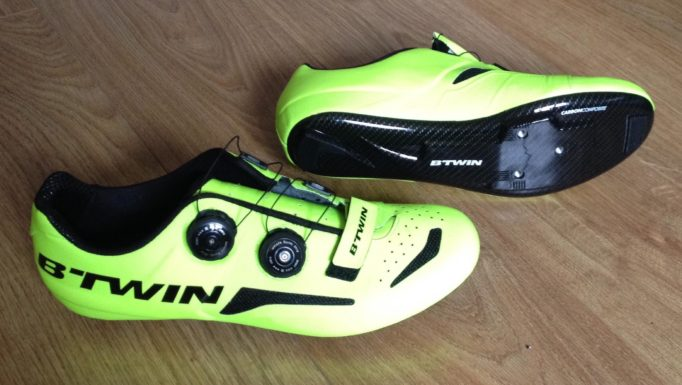 The BTWIN 900 uses a carbon composite mix for the sole, the carbon pattern is only a transfer