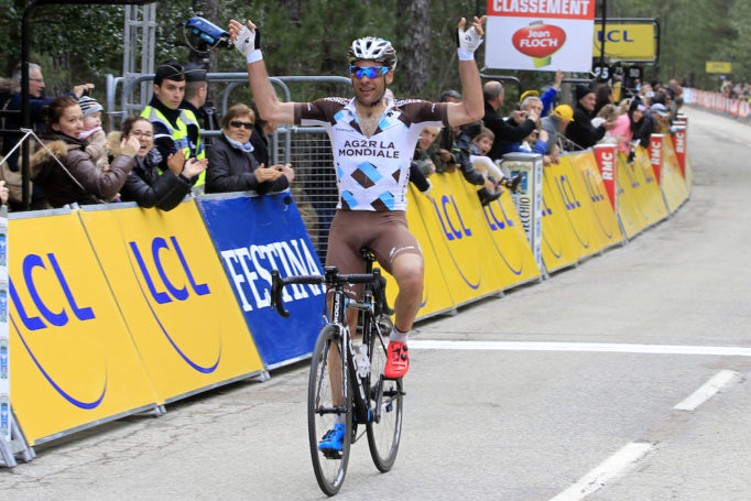 JC Péraud celebrates in pink and blue BTWIN 900s. AFP PHOTO / PASCAL POCHARD-CASABIANCA