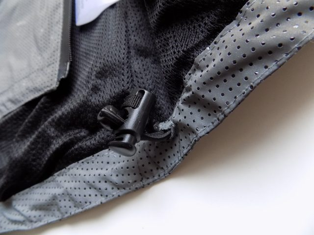 Toggles around the hem allow you to fine tune the fit