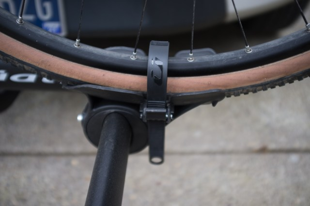 With longer straps, fat tyre bikes can be carried
