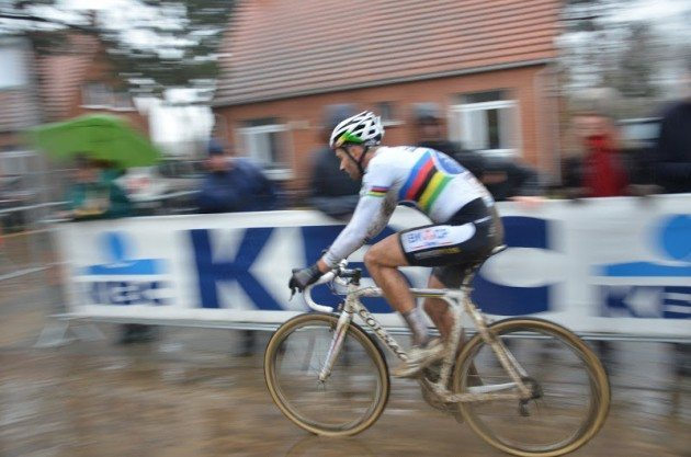 Niels Albert riding hard on the way to second place behind Nys