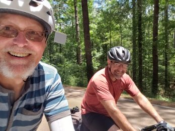 Me and Dennis. We met a day or 2 before, and on this day, we cycled together for a few great hours.