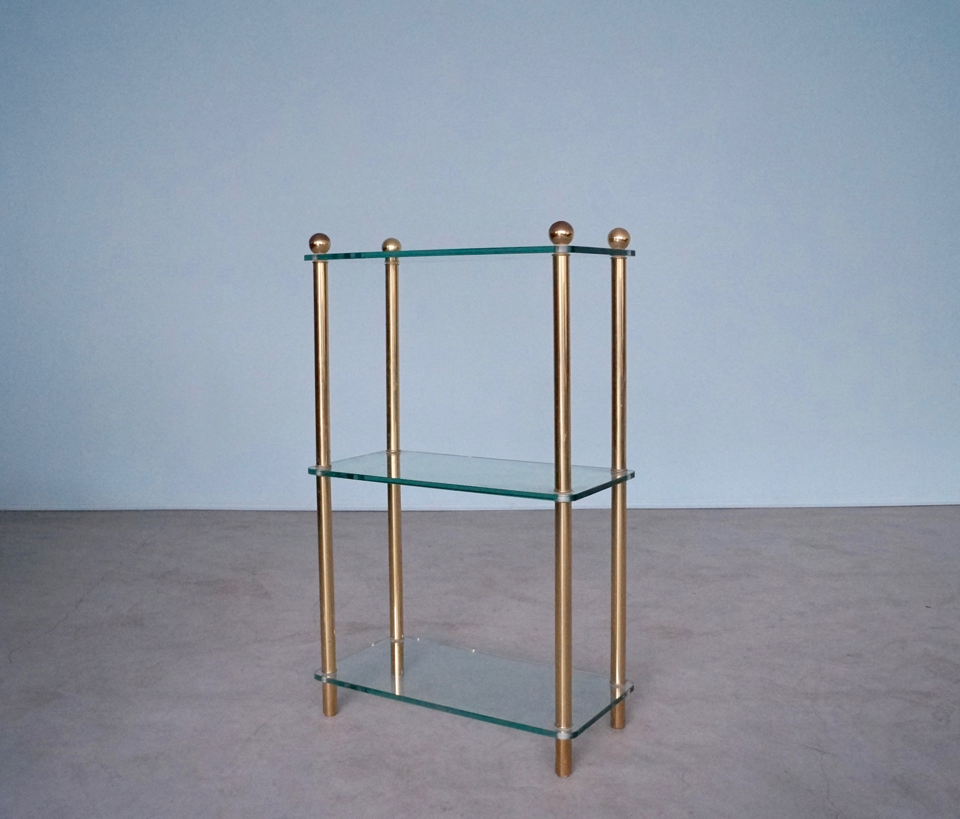 Shelf Etagere Glass and Brass – Cyclic Furniture