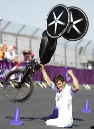 Alex Zanardi wins paralympics H4 class individual time trial handcycle gold
