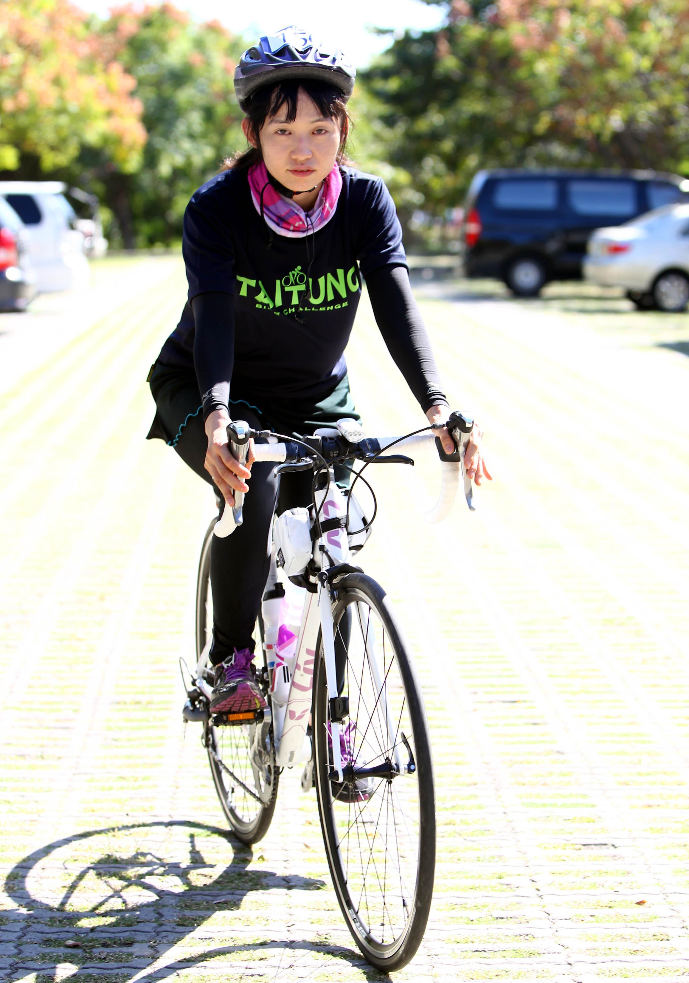 臺東競騎100k,邱慈芳為女子組首位完成全程的車友