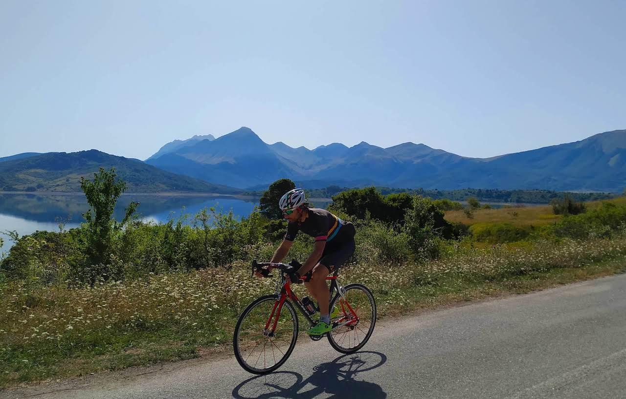 Il lago di Campotosto (Abruzzo) in bicicletta: il giro completo
