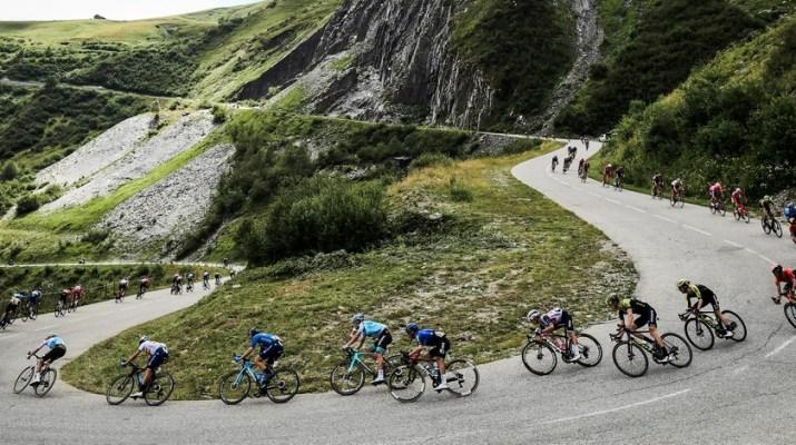 Peloton Descente col de la Madeleine - 3e étape Critérium du Dauphiné 2020 - ASO Alex Broadway