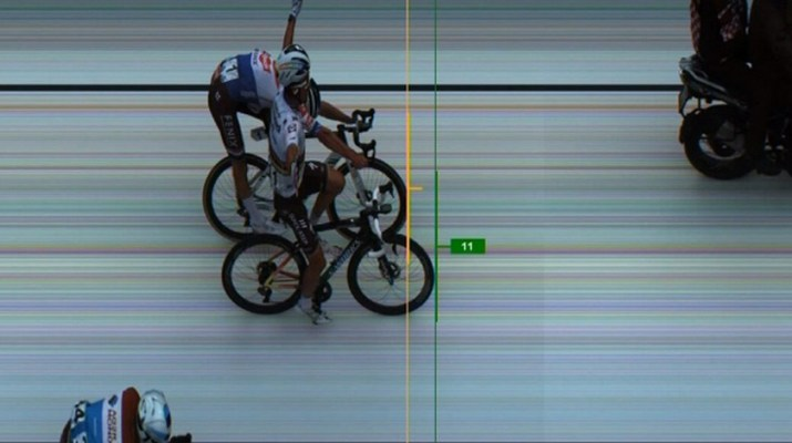 Julian Alaphilippe Mathieu Van der Poel - Photo-Finish Flèche Brabançonne 2020 - Capture RTBF