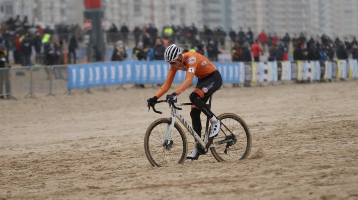 Mathieu Van der Poel Attaque - Championnats du monde de cyclo-cross 2021 - Alain Vandepontseele