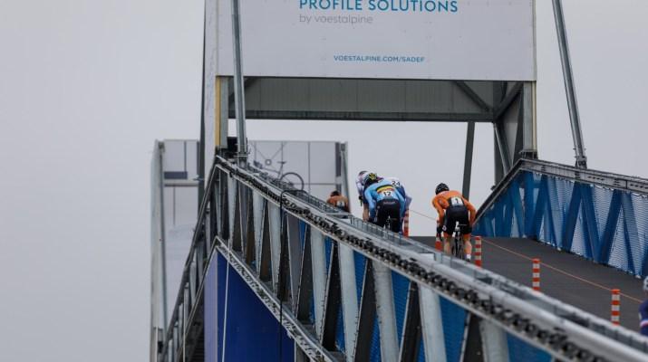 Passage sur le pont Espoirs - Championnats du monde cyclo-cross 2021 - Alain Vandepontseele