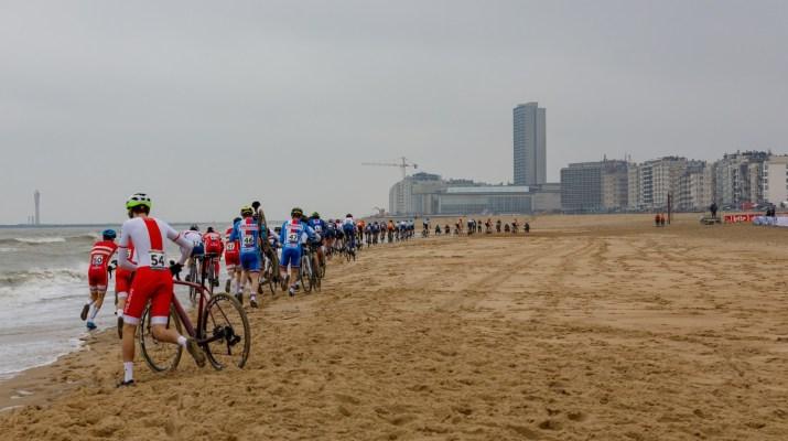 Peloton espoirs sur la plage - Championnats du monde cyclo-cross 2021 - Alain Vandepontseele