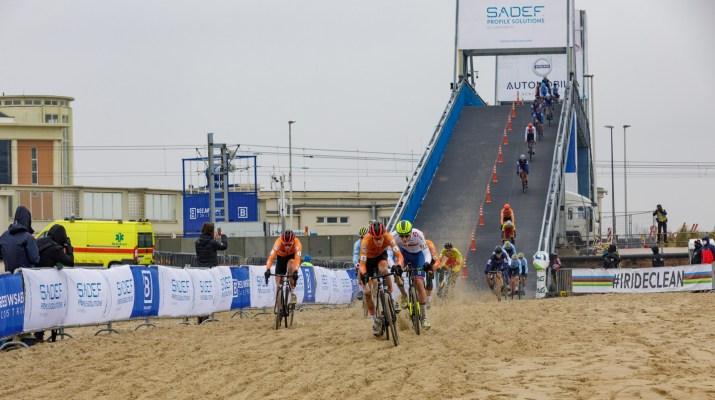 Sortie du pont Espoirs - Championnats du monde cyclo-cross 2021 - Alain Vandepontseele