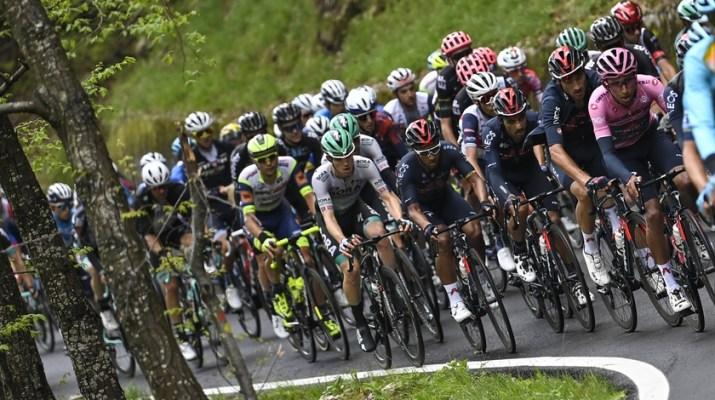 Peloton Maillot rose Egan Bernal - 14e étape Tour d'Italie Giro 2021 - RCS Sport La Presse Fabio Ferrari