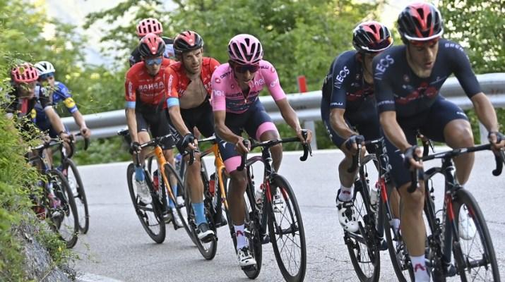 Peloton Maillot rose Egan Bernal Sega di Ala - 17e étape Tour d'Italie Giro 2021 - RCS Sport La Presse Fabio Ferrari
