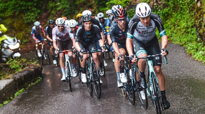 Peloton Montée Pluie - 8e étape Tour de France 2021 - ASO Charly Lopez