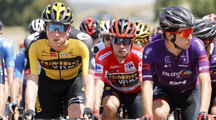 Peloton Maillot rouge Primoz Roglic - 2e étape Tour d'Espagne Vuelta 2021 - ASO Unipublic Gomez Sport Luis Angel Gomez