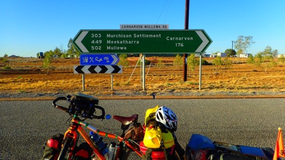 Keeping an eye on distances. Done 176 km. Only another 502 km of Outback travel left + another 500-ish from Mullewa to Perth