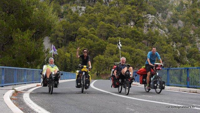 Les quatre cyclos bretons déboulent