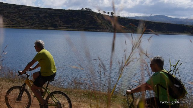 Passage vélos lac