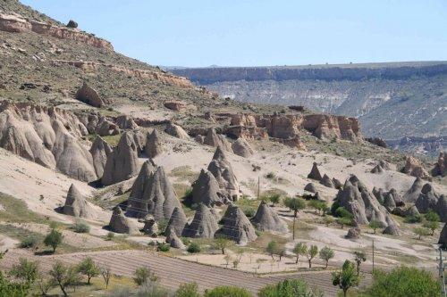 Cheminées de fée dans le canyon