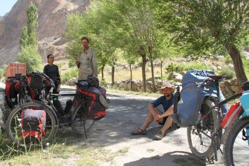 Cyclos en route pour la Pamir Highway