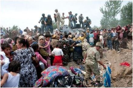 Uzbek guards helping population escape from Kyrgyzstan (www.eurasianet.org)