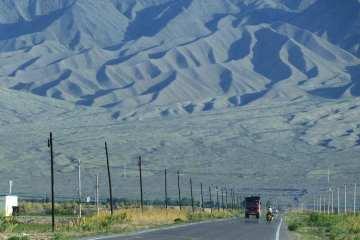 Qualche fatto su Urumqi: deserto nucleare e balli di gruppo 16