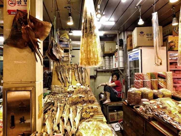 pesce secco al mercato di Bujeon Busan