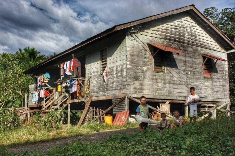 Borneo People hous road Belaga