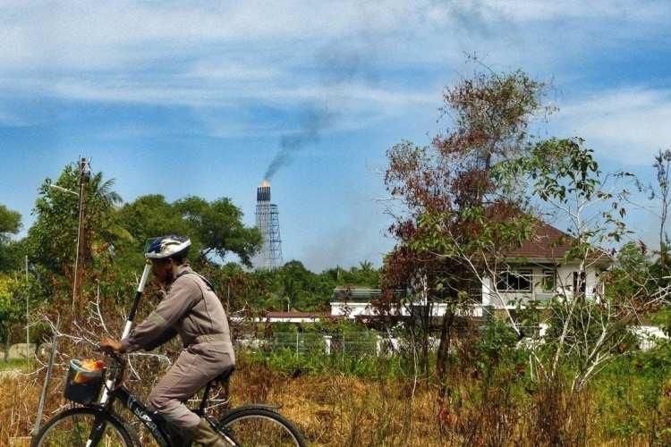 bicycle touring Brunei oil platform