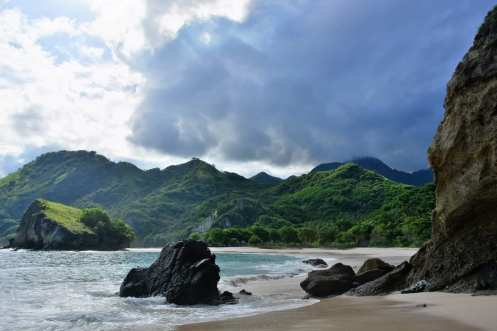 best beach flores indonesia