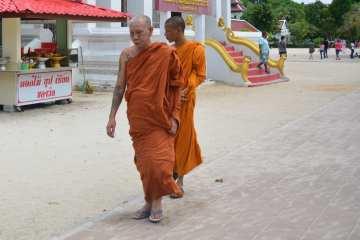 In Tailandia i Monaci Sono Tatuati. Grotte, Piogge e Alberi della Gomma. 26