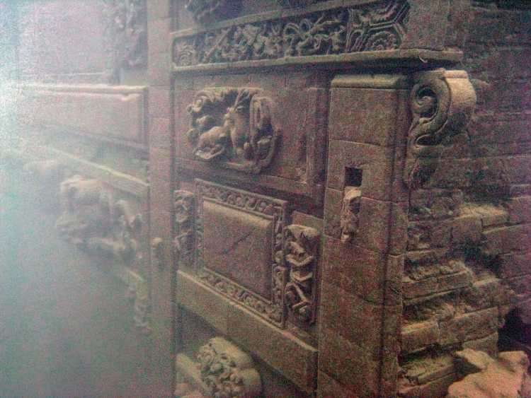 Ancient underwater city - Qian Dao Lake