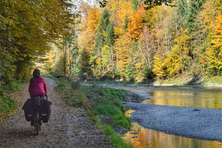 dunajec river cycling path