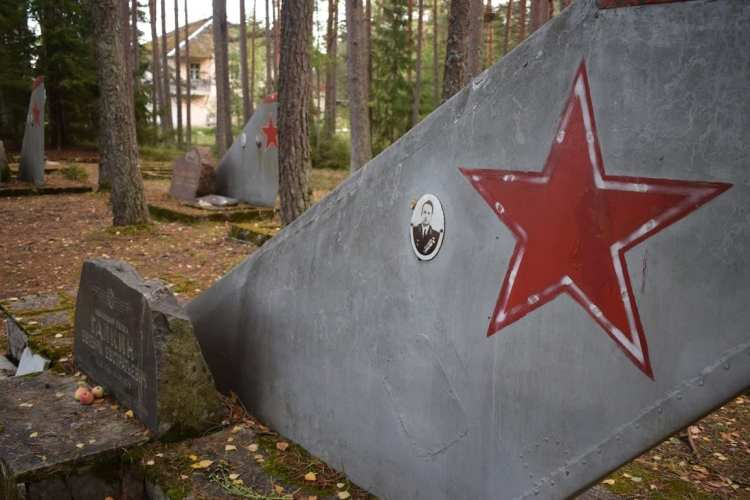 soviet pilot cemetery estonia
