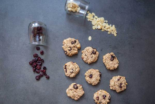 Oat cookies with cranberries