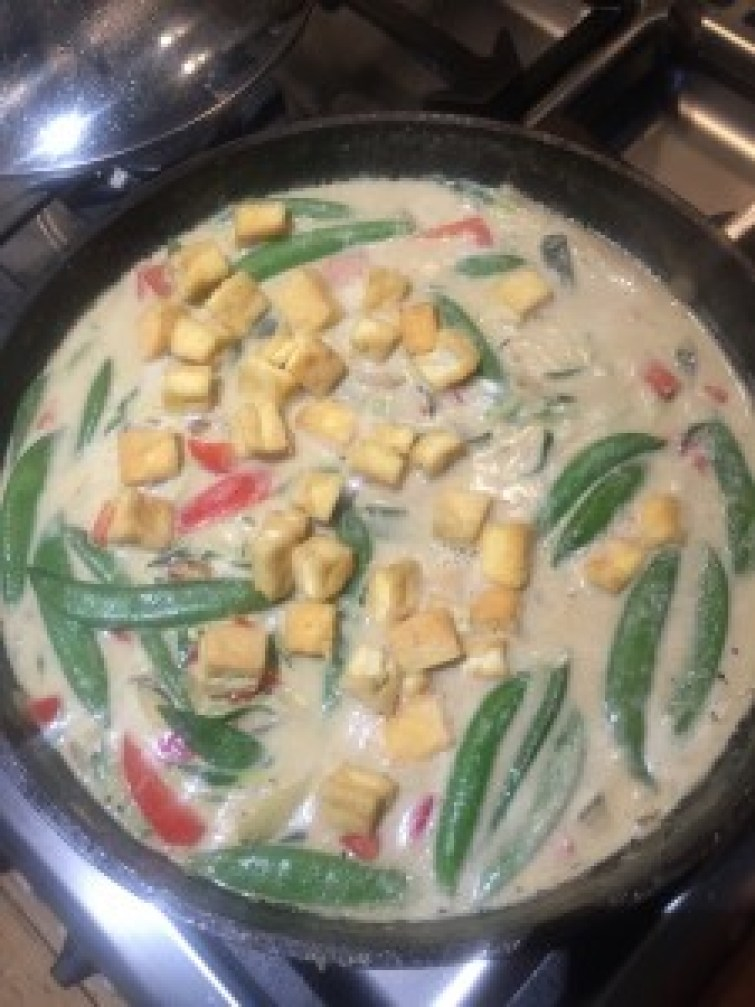 Coconut Tofu Curry With Courgetti