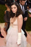 Lorde-attends-the-Manus-x-Machina-Fashion-In-An-Age-Of-Technology-Costume-Institute-Gala-at-Metropolitan-Museum-of-Art