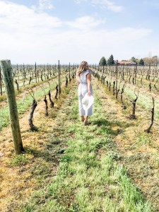 konzelmann estate winery. winery by the lake. niagara on the lake. girl in jumpsuit with white sun hat.