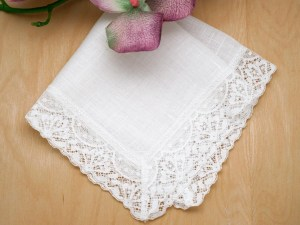 #91 Heirloom Lace Hanky