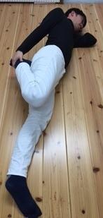 柔軟体操、筋トレを効率的 ながら運動大腿四頭筋