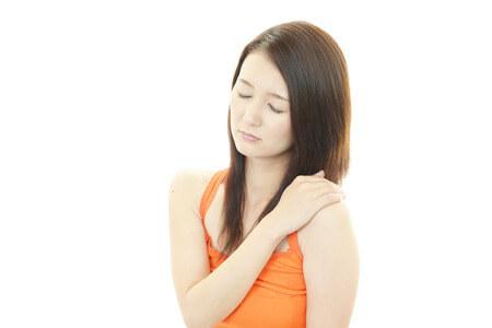 鎖骨上、右鎖骨、左鎖骨の痛みと内臓の関係とは 関連痛について