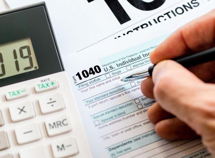 IRS exigirá a propietarios de criptomonedas declarar sus actividades