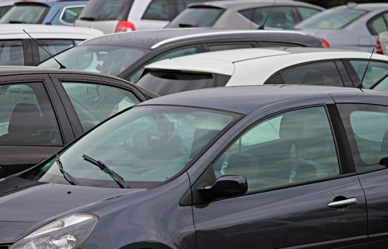 Zaparkuj i leć - tani i bezpieczny parking w Larnace
